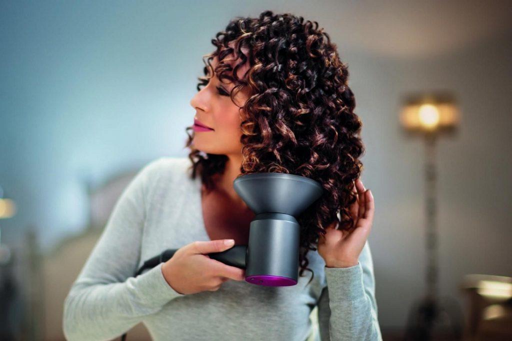 I criteri da seguire per scegliere il miglior phon per capelli crespi.